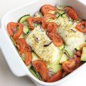 Kabeljauw uit de oven met knoflook, tomaat, courgette en rode ui